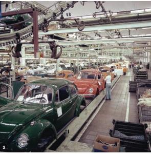 Fertigungsstrecke im VW-Werk, Produktion in Halle 12, Wolfsburg, vor 1974